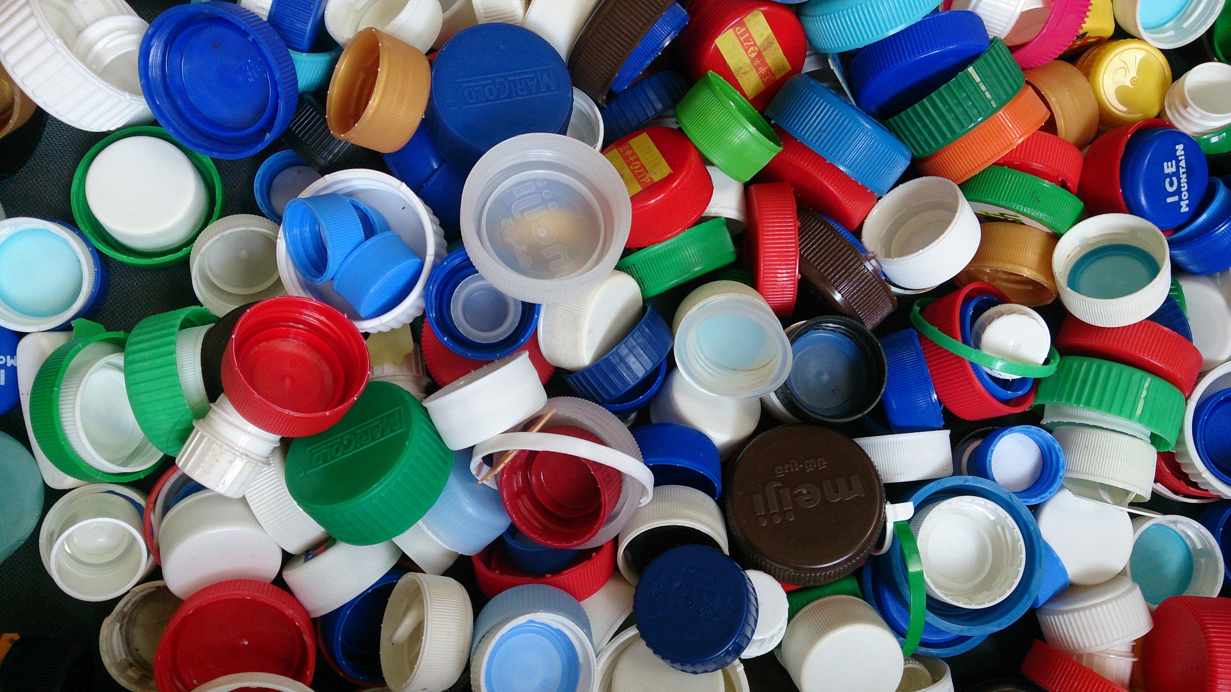 تولیدکننده درب پلاستیکی